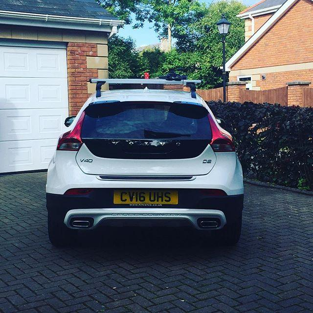 Finally It S Here And I M Totally In Love And After The Week From Hell This Has Really Cheered Me Up Newcar Volvo V40 Crosscountry White Crusing